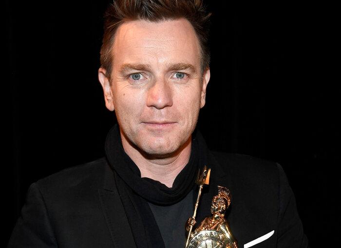 Ewan McGregor with his award